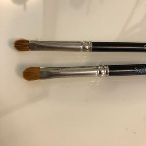 2 Sephora shader brushes, barely used